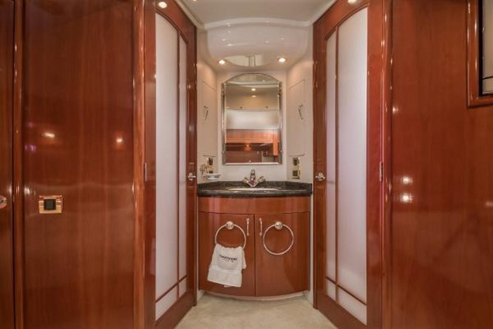 2003 Carver 570 Voyager Pilothouse Photo 22 of 40