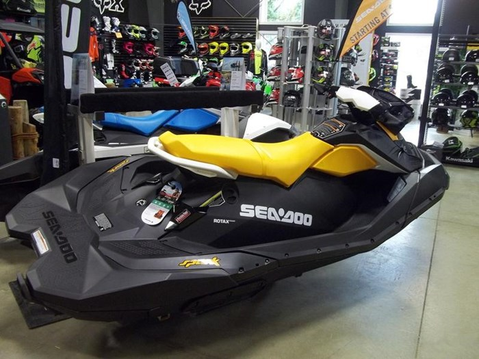2019 Sea-Doo Spark® 3-up Rotax® 900 HO ACE™ IBR, CONV Photo 2 of 2