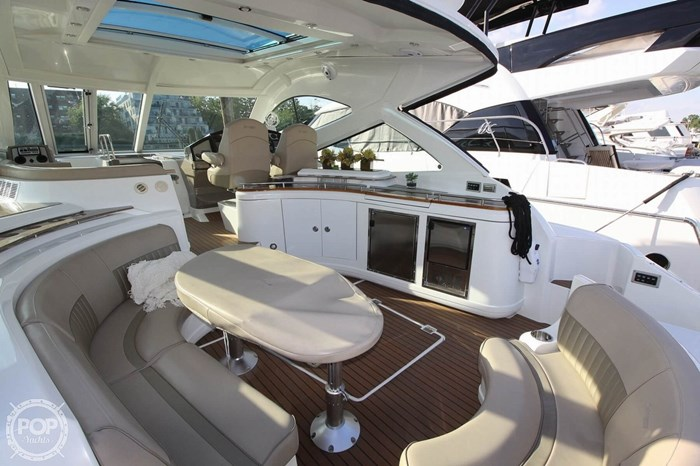 2009 Cruisers Yachts 520 Sports Coupe Photo 3 sur 20