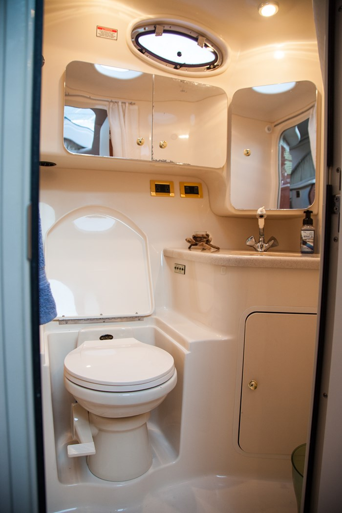 1998 Sea Ray 370 AFT CABIN Photo 11 of 18