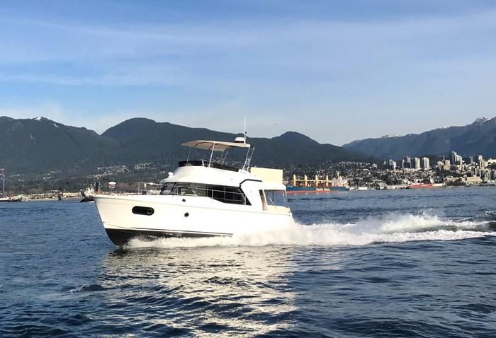 2020 Beneteau Swift Trawler 35 Photo 1 of 27