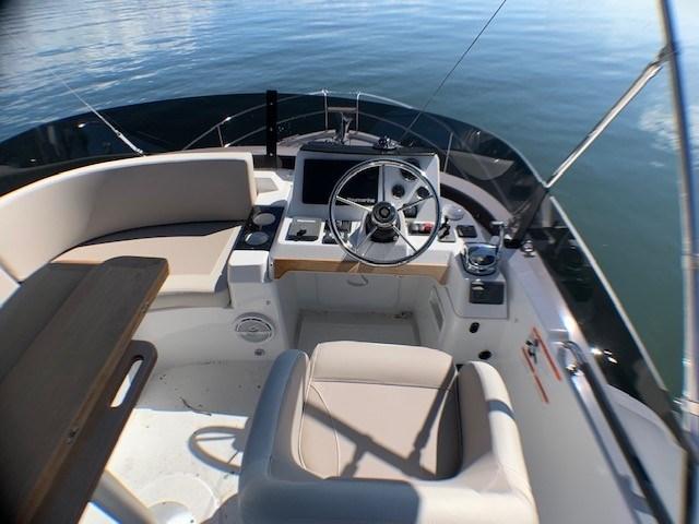 2020 Beneteau Swift Trawler 35 Photo 11 of 27