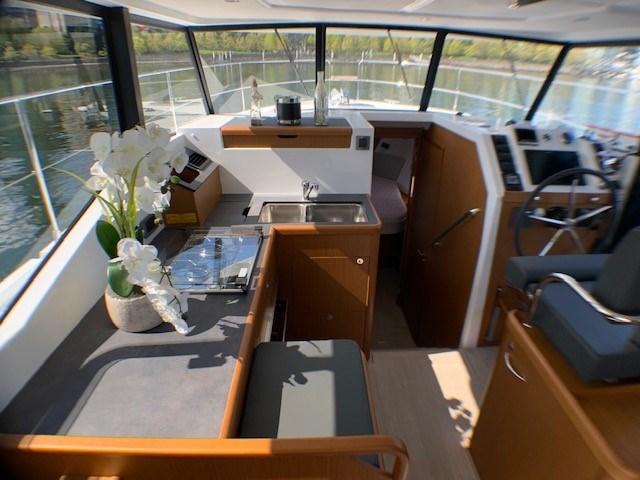 2020 Beneteau Swift Trawler 35 Photo 16 of 27