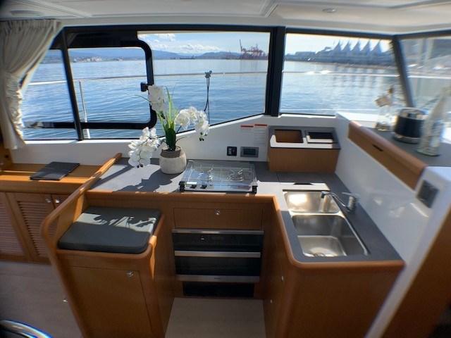 2020 Beneteau Swift Trawler 35 Photo 17 of 27