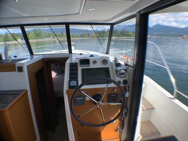2020 Beneteau Swift Trawler 35 Photo 18 of 27