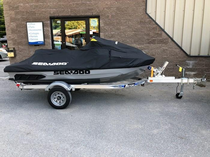 2018 Sea-Doo GTX 300 LIMITED Photo 2 of 6