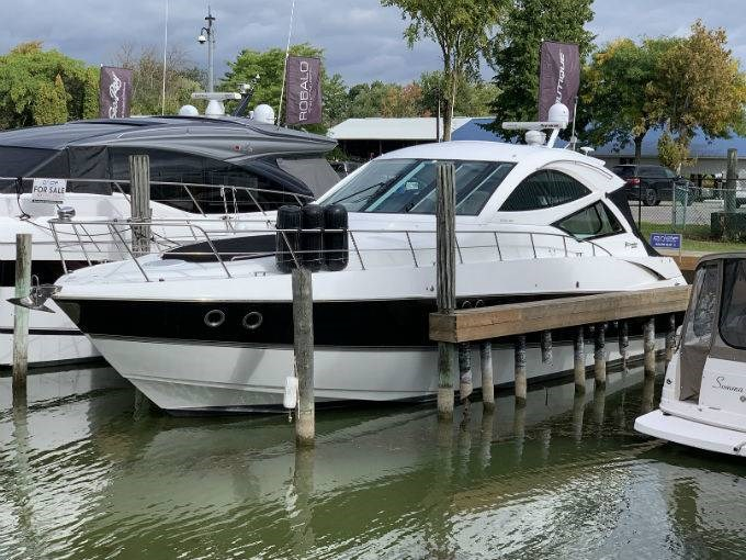2012 CRUISERS YACHTS 540 SPORT COUPE Photo 1 sur 110