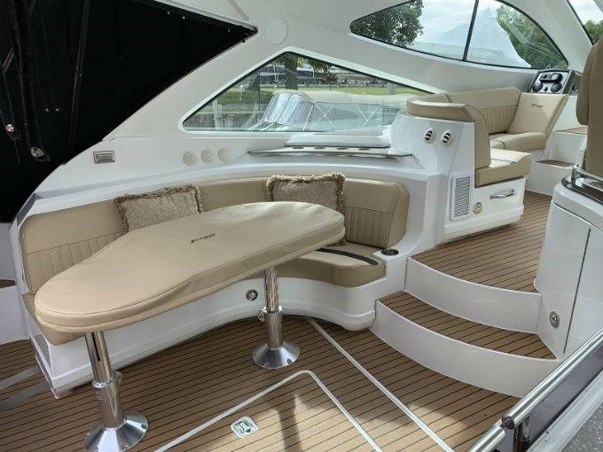 2012 CRUISERS YACHTS 540 SPORT COUPE Photo 17 sur 110