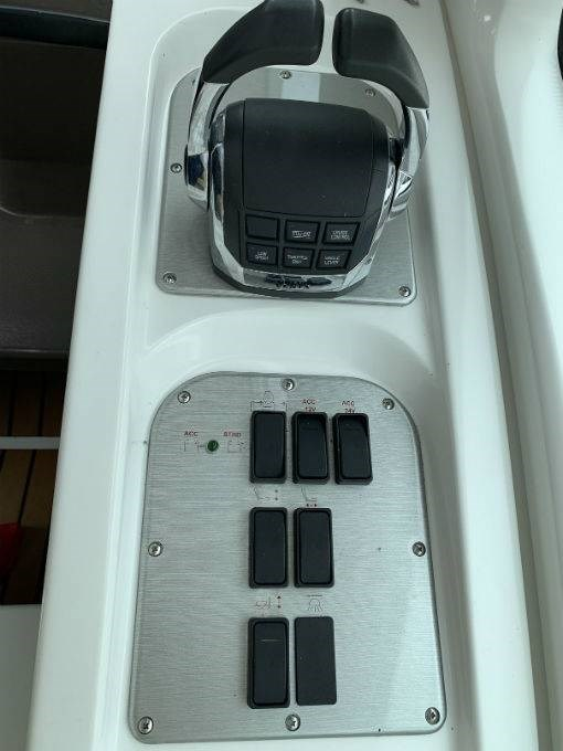 2012 CRUISERS YACHTS 540 SPORT COUPE Photo 21 sur 110