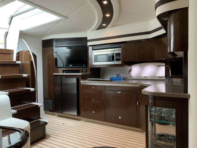 2012 CRUISERS YACHTS 540 SPORT COUPE Photo 43 sur 110