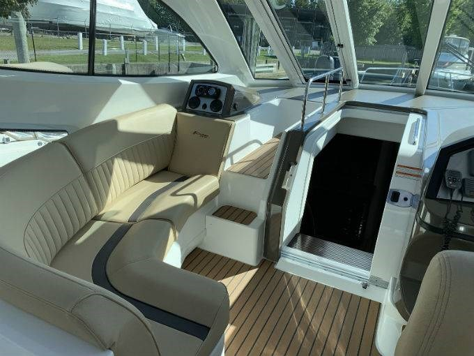 2012 CRUISERS YACHTS 540 SPORT COUPE Photo 69 sur 110
