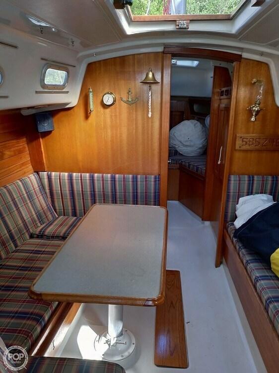 1976 Ericson Yachts 32 Photo 4 of 21