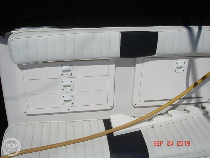 1992 Pro-Line 2950 Mid Cabin Photo 18 sur 20