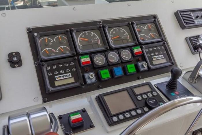 1998 Hatteras 74 Cockpit Motor Photo 10 sur 45