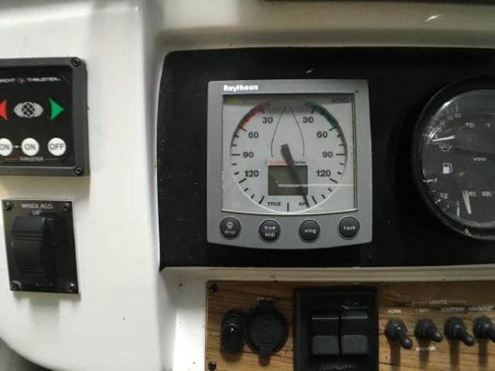 2000 Mainship 390 Trawler Photo 25 of 63