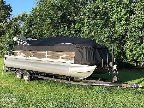 2019 Sun Tracker Party Barge 22 DLX Photo 3 sur 12