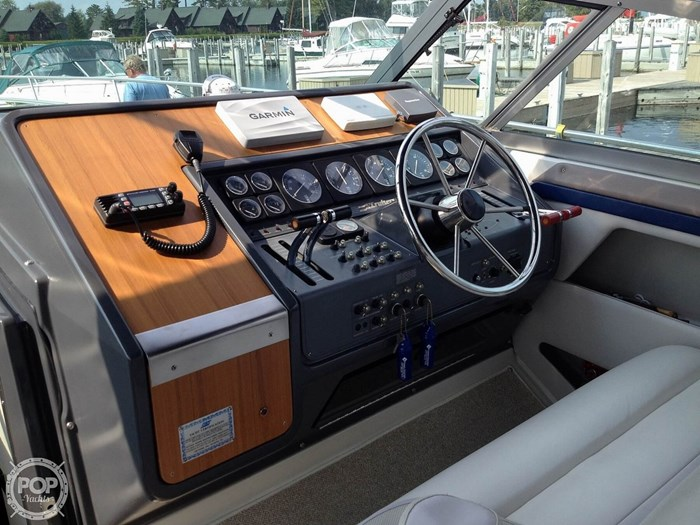 1989 Cruisers Yachts Esprit 3670 Photo 5 of 20