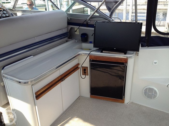 1989 Cruisers Yachts Esprit 3670 Photo 7 of 20