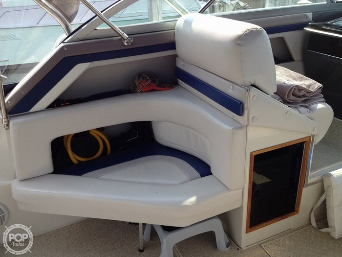 1989 Cruisers Yachts Esprit 3670 Photo 9 of 20