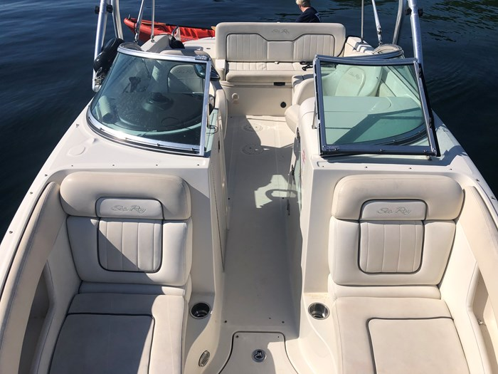2008 Sea Ray 230 Sundeck® Photo 4 of 6