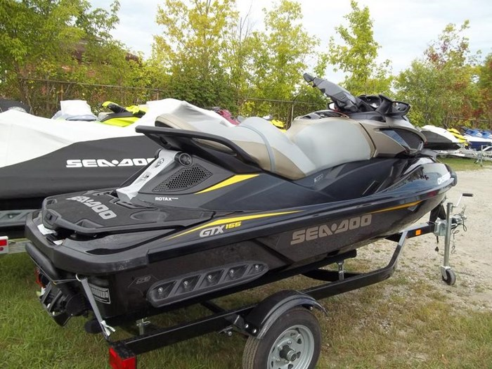 2017 Sea-Doo GTX S™ 155 Photo 2 of 4