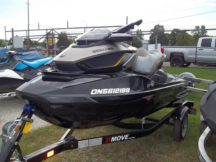 2017 Sea-Doo GTX S™ 155 Photo 3 of 4
