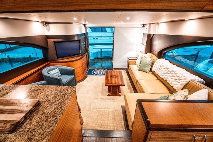 2011 Hattaras 60 MOTORYACHT Photo 2 of 9