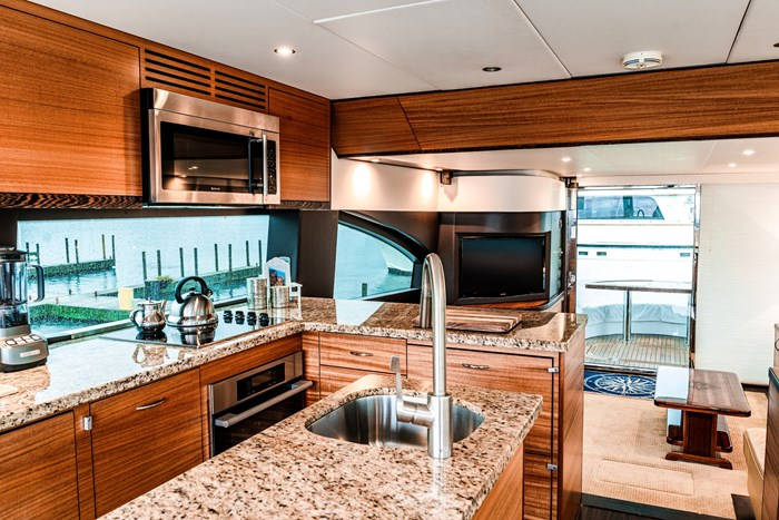 2011 Hattaras 60 MOTORYACHT Photo 4 of 9