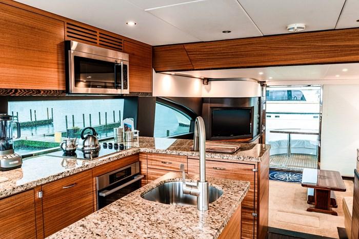 2011 Hatteras Yachts 60 MOTORYACHT Photo 4 of 9