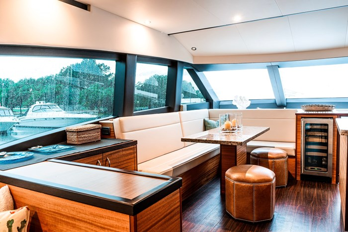 2011 Hattaras 60 MOTORYACHT Photo 5 of 9