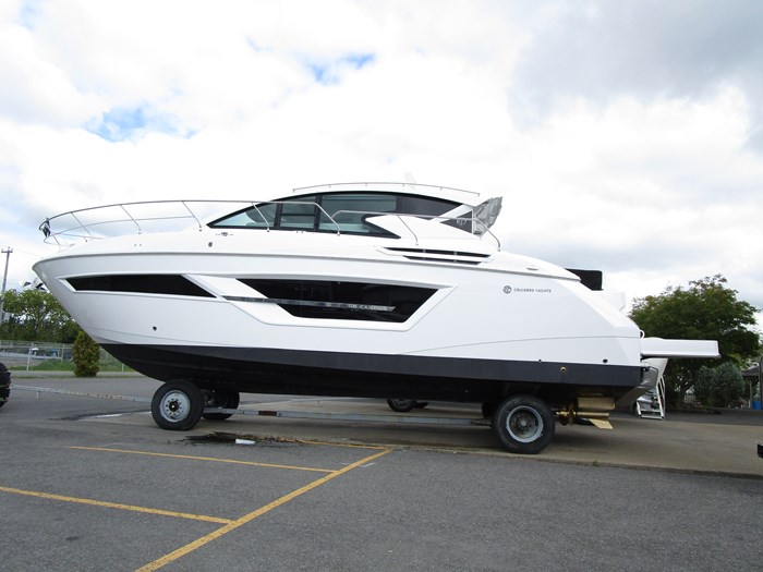 2020 CRUISERS YACHTS 46 CANTIUS Photo 1 of 11