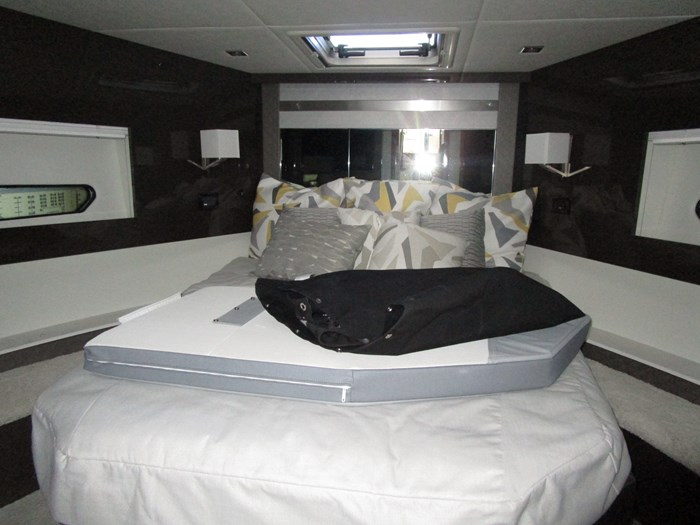 2020 CRUISERS YACHTS 46 CANTIUS Photo 5 of 11