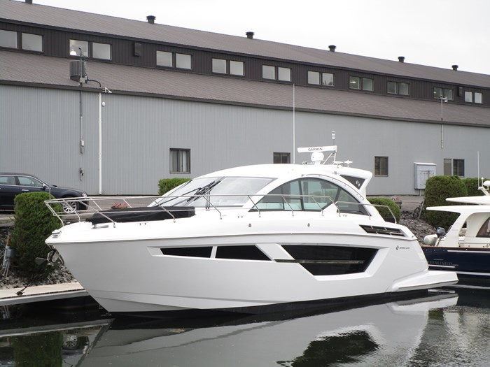 2019 CRUISERS YACHTS 50 CANTIUS Photo 1 sur 17