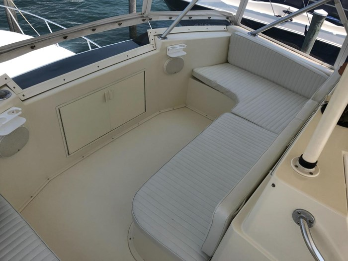 1991 Viking Yachts 50 Convertible Photo 18 of 38