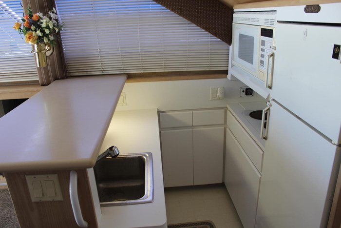 1996 Hatteras 39 Convertible Photo 9 of 37