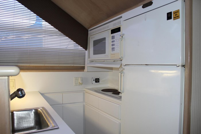 1996 Hatteras 39 Convertible Photo 11 of 37