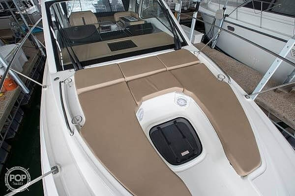 2017 Sea Ray 350 Sundancer Coupe Photo 3 of 21