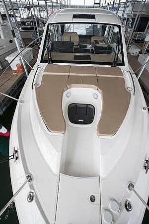 2017 Sea Ray 350 Sundancer Coupe Photo 4 of 21
