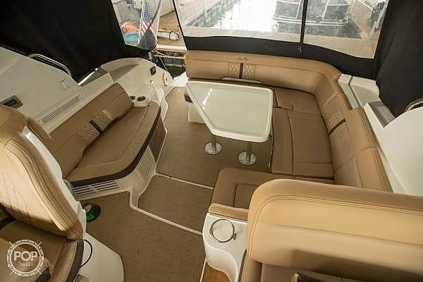2017 Sea Ray 350 Sundancer Coupe Photo 14 of 21