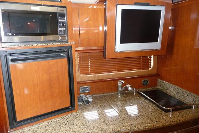 2006 Sea Ray 380 Sundancer Photo 13 of 23