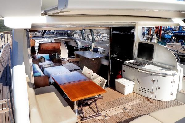 2005 Azimut 68S Photo 16 of 31
