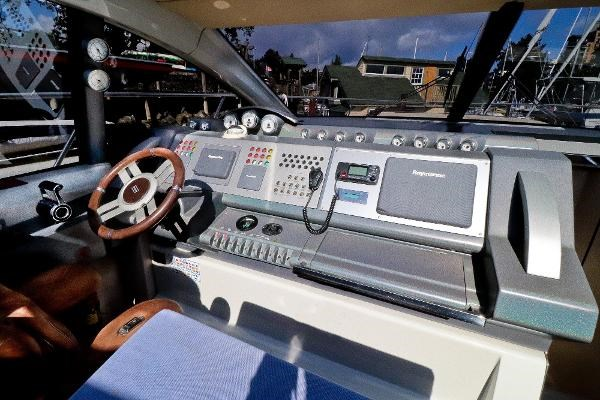 2005 Azimut 68S Photo 20 of 31