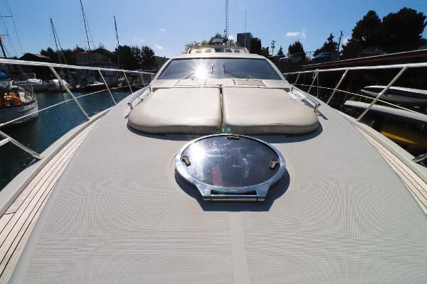 2005 Azimut 68S Photo 23 of 31