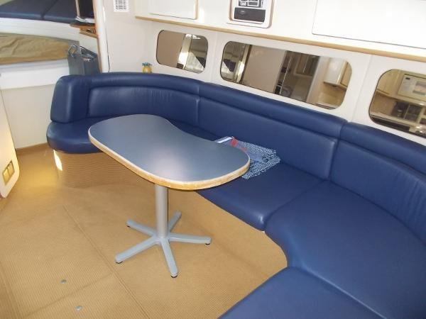 1995 Sea Ray 37 Express Cruiser Photo 5 sur 22