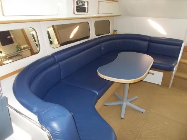 1995 Sea Ray 37 Express Cruiser Photo 6 sur 22