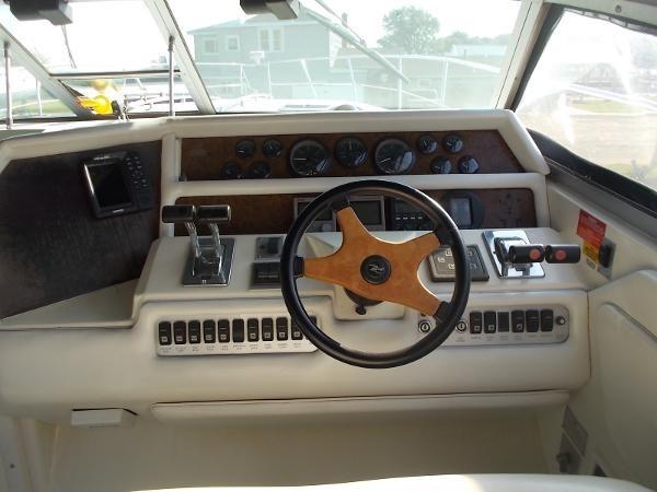 1995 Sea Ray 37 Express Cruiser Photo 11 sur 22