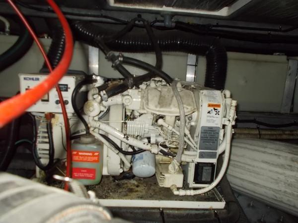 1995 Sea Ray 37 Express Cruiser Photo 15 sur 22
