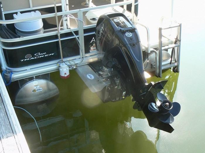 2017 Tracker 20 Fishin Barge 211 Photo 2 sur 20