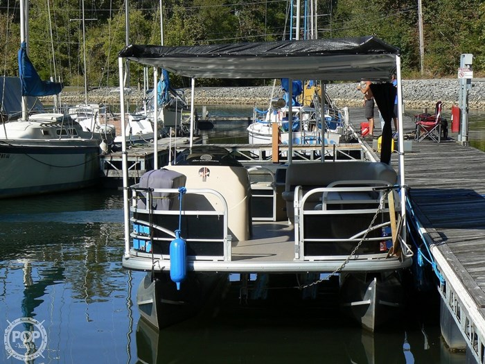 2017 Tracker 20 Fishin Barge 211 Photo 7 sur 20