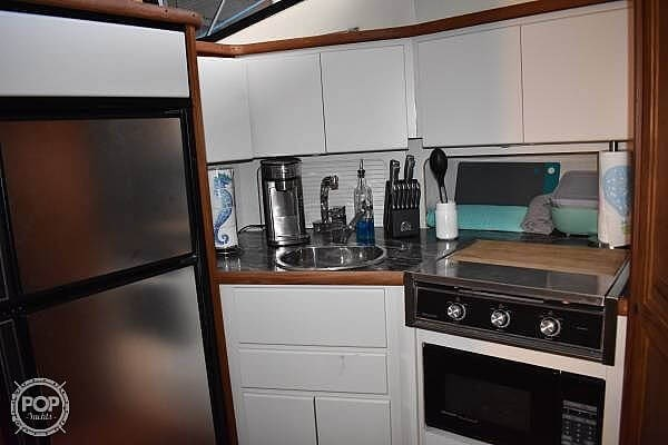 1992 Carver 33 Aft Cabin Photo 14 of 20